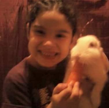 Alejandra y conejo